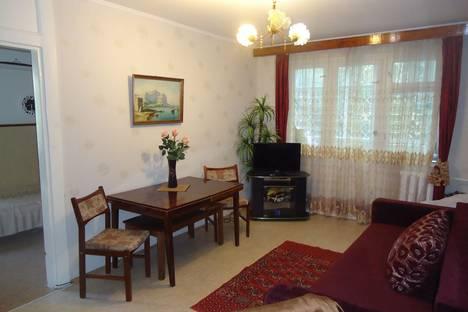 Сдается 2-комнатная квартира посуточно в Гурзуфе, улица Соловьева, 4.