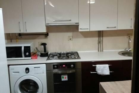 Сдается 1-комнатная квартира посуточно в Шахтах, ул. Парковая, 50.