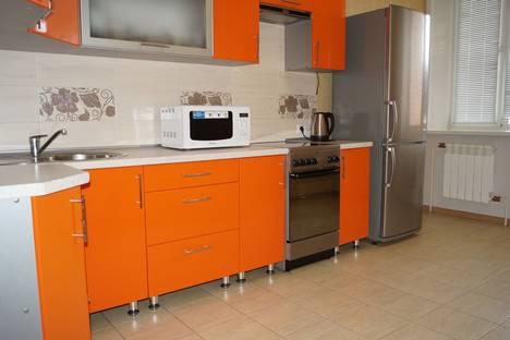 Сдается 2-комнатная квартира посуточно в Абакане, ул. Стофато 5 Д.