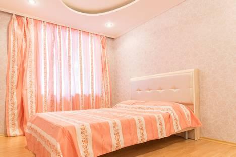 Сдается 2-комнатная квартира посуточно, улица Кремлева, 3.