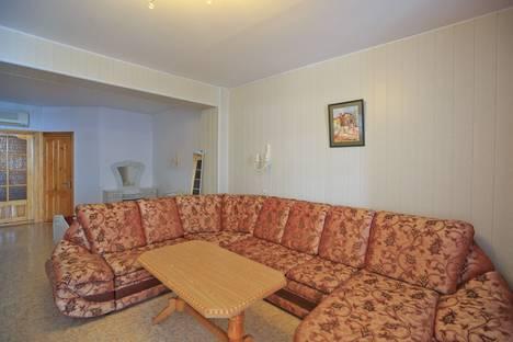 Сдается 2-комнатная квартира посуточно в Феодосии, Черноморская набережная, 42Б.