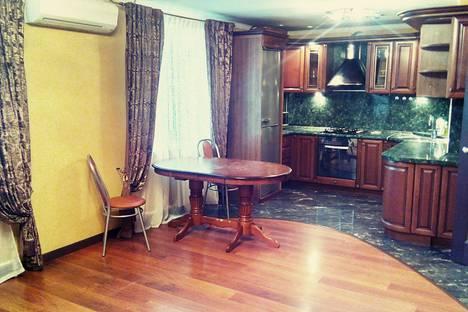 Сдается 2-комнатная квартира посуточно в Липецке, Коммунальная улица, 14.