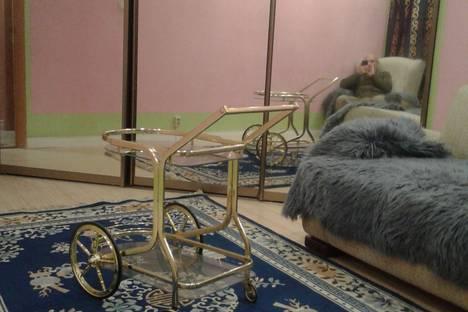 Сдается 3-комнатная квартира посуточнов Яхроме, мос обл ногинский рн гп им воровского ул рабочая д 1.