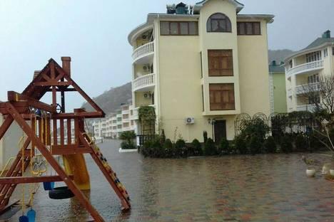 Сдается 2-комнатная квартира посуточнов Малореченском, п. Рыбачье, ул. Прибрежная, дом 1.