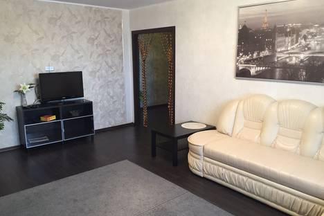Сдается 2-комнатная квартира посуточнов Омске, Звездная улица, 8.