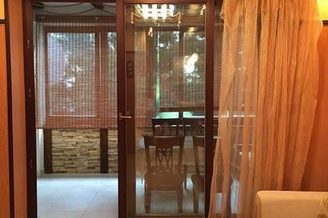 Сдается 3-комнатная квартира посуточно в Алуште, Судакское шоссе 4, кооператив Дельфин..