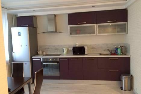 Сдается 3-комнатная квартира посуточно в Казани, проспект Ямашева, 43.