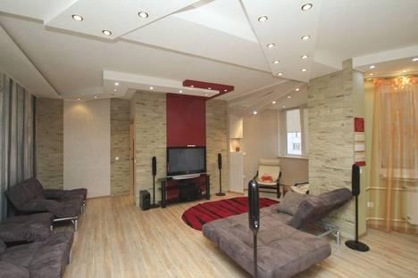 Сдается 2-комнатная квартира посуточно в Сургуте, Университетская улица 23/4.