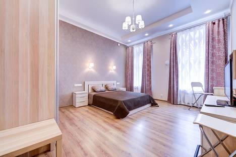 Сдается 3-комнатная квартира посуточно в Санкт-Петербурге, улица Чехова, 5.