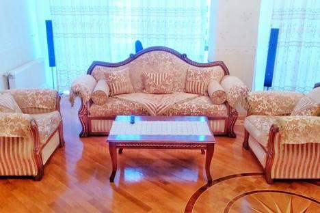 Сдается 3-комнатная квартира посуточнов Баку, дом 60 улица Рашида Бейбутова.