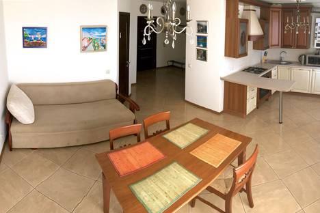 Сдается 3-комнатная квартира посуточно в Заозерном, 77 аллея Дружбы.