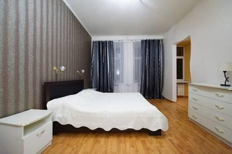 Сдается 3-комнатная квартира посуточнов Санкт-Петербурге, улица Рубинштейна, 1.