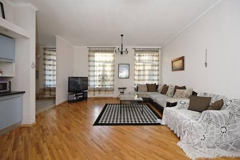 Сдается 3-комнатная квартира посуточнов Санкт-Петербурге, Марсово поле, 7.