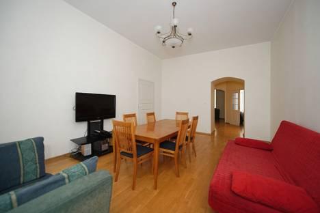 Сдается 4-комнатная квартира посуточнов Санкт-Петербурге, набережная реки Фонтанки, 45.