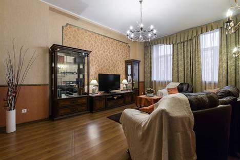Сдается 2-комнатная квартира посуточнов Санкт-Петербурге, Невский проспект, 75.