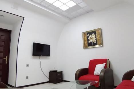 Сдается 2-комнатная квартира посуточно в Баку, дом 23 улица Истиглалият.