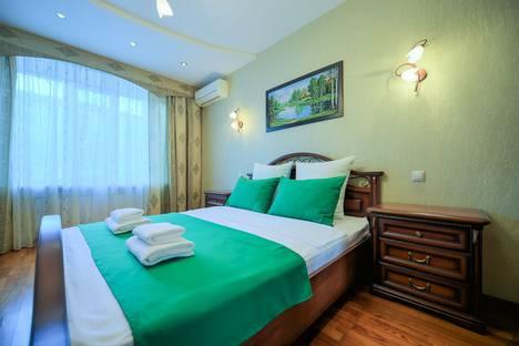 Сдается 3-комнатная квартира посуточно в Челябинске, ул. Свободы, 74.