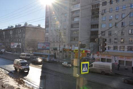 Сдается 2-комнатная квартира посуточнов Омске, Карла Маркса проспект, 67.