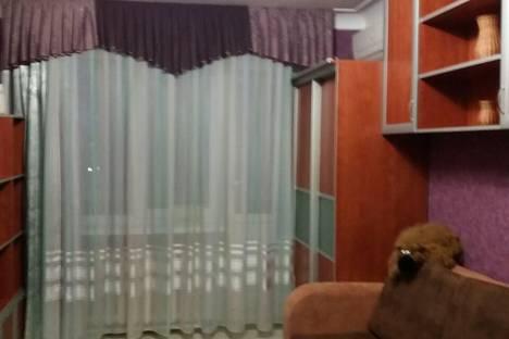 Сдается 2-комнатная квартира посуточно в Шахтах, пер. Комиссаровский, 90.