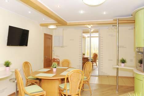 Сдается 3-комнатная квартира посуточно в Челябинске, улица Воровского, 36Б.