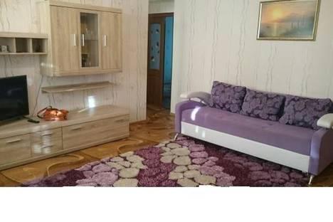 Сдается 3-комнатная квартира посуточно, улица Героев Подводников,12.