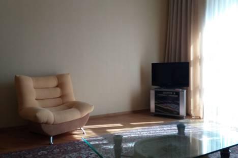 Сдается 2-комнатная квартира посуточно, Проспект АЗЕРБАЙДЖАНА 1.