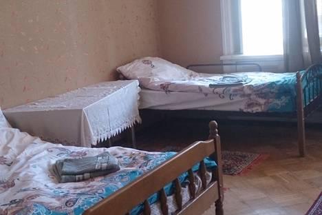 Сдается 2-комнатная квартира посуточнов Баку, ул. Истиглалийят 23.