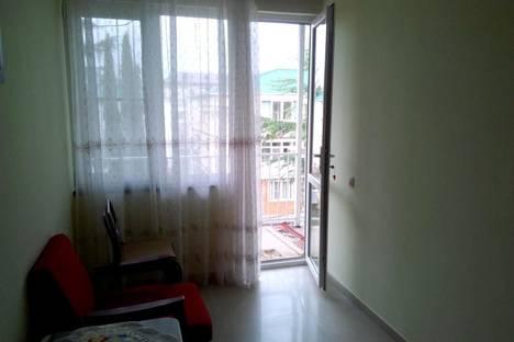 Сдается 3-комнатная квартира посуточнов Пицунде, ул.Гочуа, д.19.