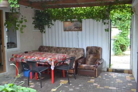 Сдается 2-комнатная квартира посуточнов Коктебеле, Крым,улица Маршала Бирюзова 6.