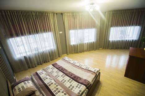 Сдается 2-комнатная квартира посуточно в Сургуте, улица 30 лет Победы, 44/4.