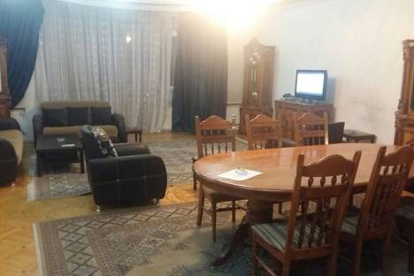 Сдается 4-комнатная квартира посуточно в Баку, 55 улица Рашида Бейбутова.
