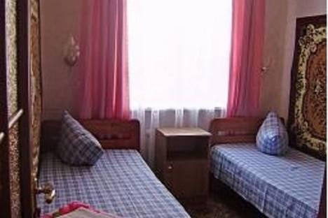 Сдается 2-комнатная квартира посуточно в Судаке, улица Маршала Бирюзова 2.