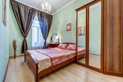 Сдается 2-комнатная квартира посуточнов Санкт-Петербурге, Пушкинская улица, 7.