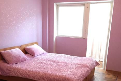 Сдается 2-комнатная квартира посуточно в Гагре, ул.Абазгаа 61\2.