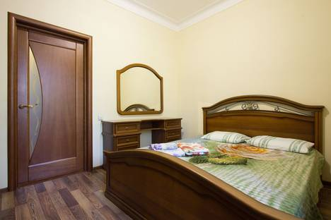 Сдается 2-комнатная квартира посуточно в Астрахани, пл. Ленина, 4.