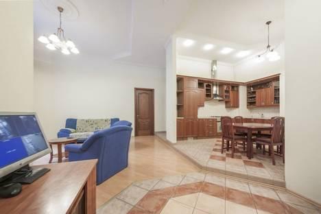Сдается 3-комнатная квартира посуточнов Санкт-Петербурге, улица Чайковского, 61.