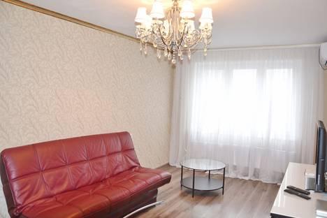 Сдается 2-комнатная квартира посуточнов Яблоновском, улица Байбакова, 4.