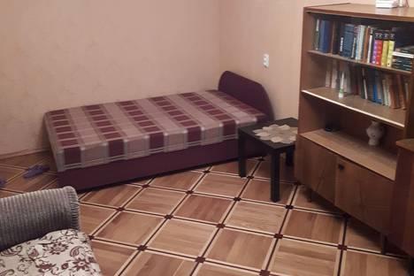 Сдается 1-комнатная квартира посуточно в Гатчине, проспект 25 Октября, 65.