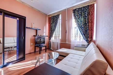 Сдается 2-комнатная квартира посуточнов Санкт-Петербурге, Манежный пер., 15.