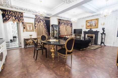 Сдается 3-комнатная квартира посуточнов Санкт-Петербурге, пр. Римского-Корсакова, 93.