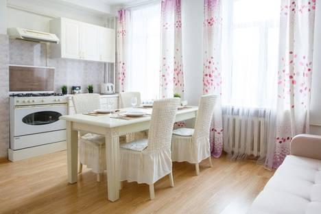 Сдается 3-комнатная квартира посуточнов Казани, улица Павлюхина, 85.