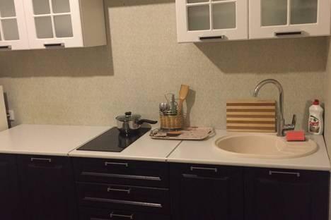 Сдается 1-комнатная квартира посуточно в Тобольске, 4 микрорайон дом 43.