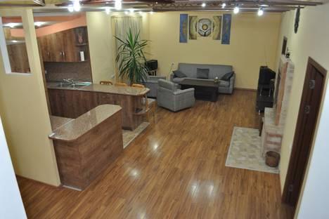 Сдается 4-комнатная квартира посуточно в Ереване, улица Корюн 6.