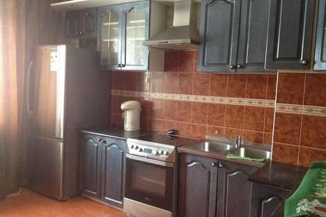 Сдается 3-комнатная квартира посуточно, Заволжский район, проспект Врача Сурова, 33.