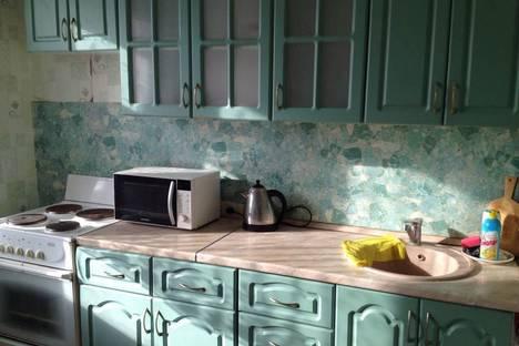 Сдается 2-комнатная квартира посуточно в Ульяновске, Заволжский район, проспект Врача Сурова, 35.