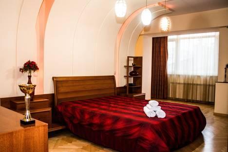 Сдается 3-комнатная квартира посуточно в Алматы, Самал-3, дом 21.
