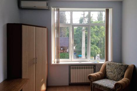 Сдается 1-комнатная квартира посуточно в Алуште, ул. Горького 10.