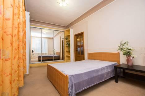 Сдается 3-комнатная квартира посуточно в Комсомольске-на-Амуре, улица Калинина д.3.