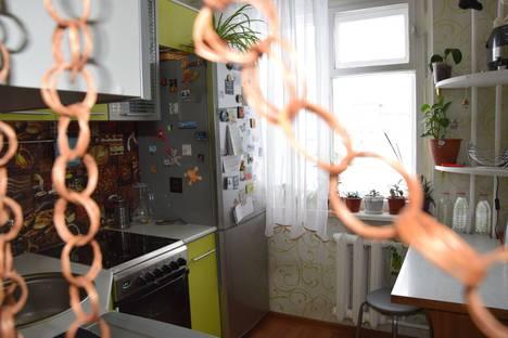 Сдается 1-комнатная квартира посуточно в Кировске, ул. Олимпийская, 19.