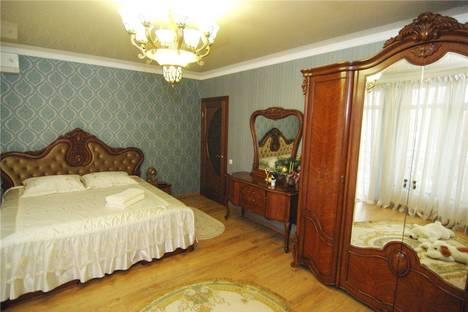 Сдается 1-комнатная квартира посуточно в Алуште, 36б улица Октябрьская.